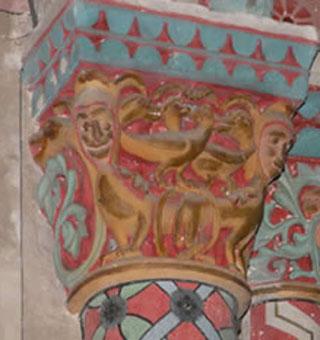 Chapiteau peint de l'église