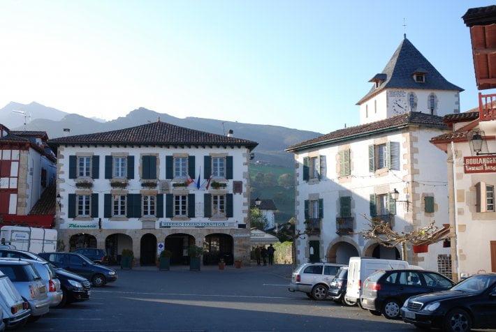 sare-mairie-clocher.710.476