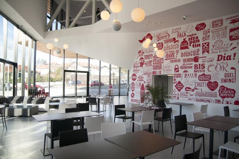 Théâtre quintaou _ extérieur _ Billeterie _ Restaurant