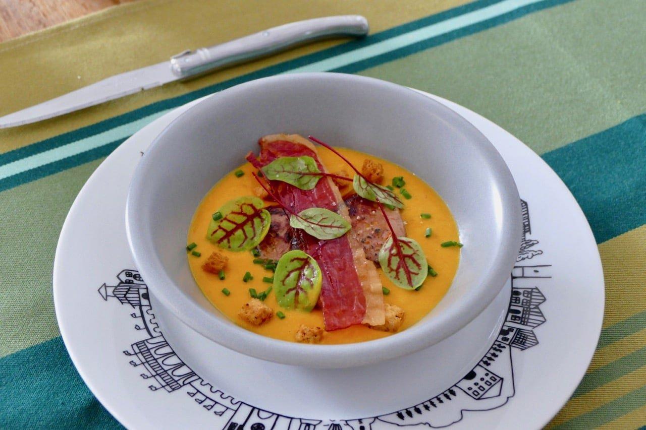 Crème-potimarron-foie-gras-piment-Espelette-croustillant-jambon-Bayonne-pays-basque