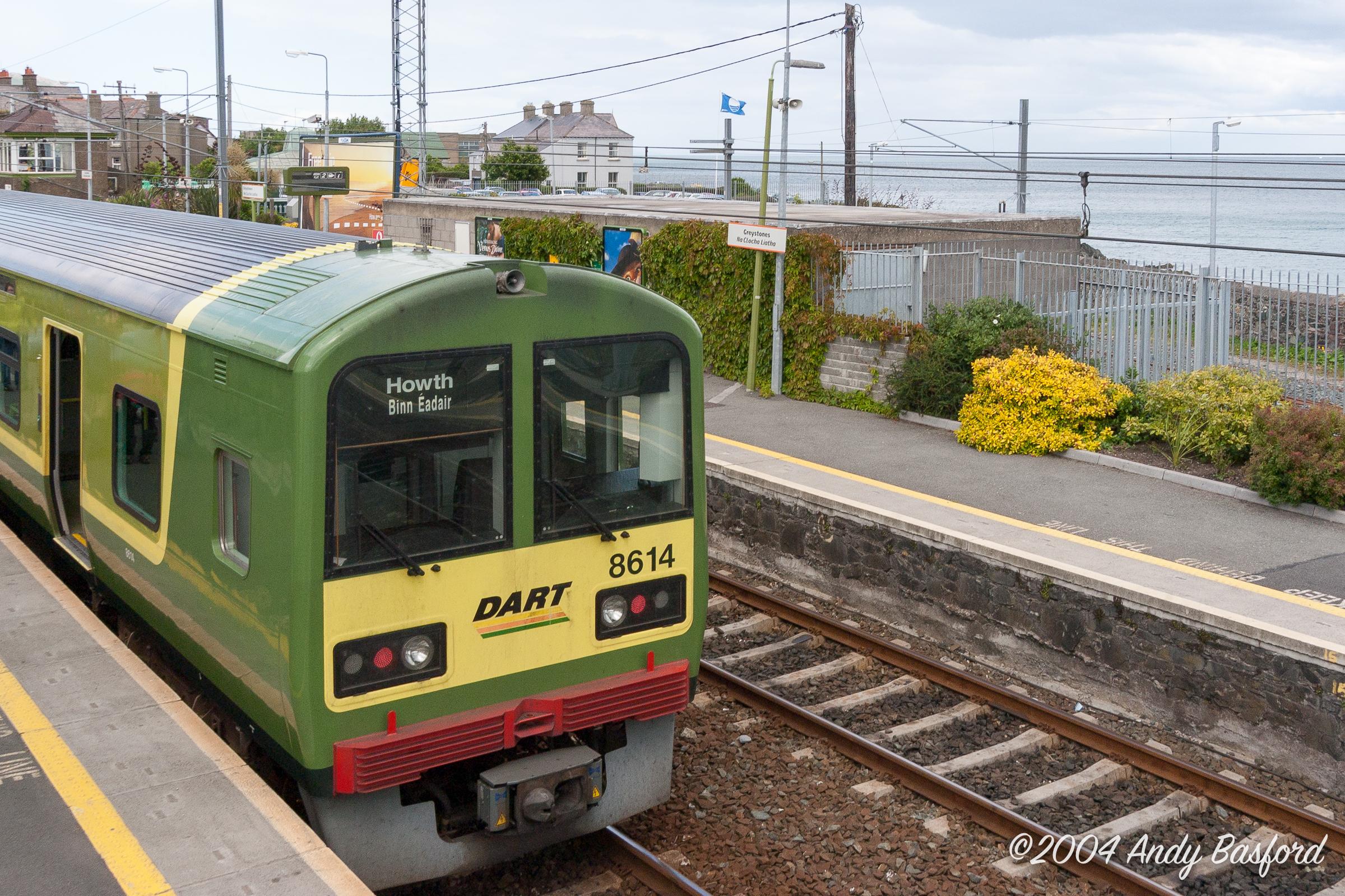 Greystones station/Stáisiún na Clocha Liatha-20040630