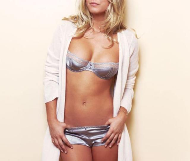 Sexy Kaley Cuoco Pictures