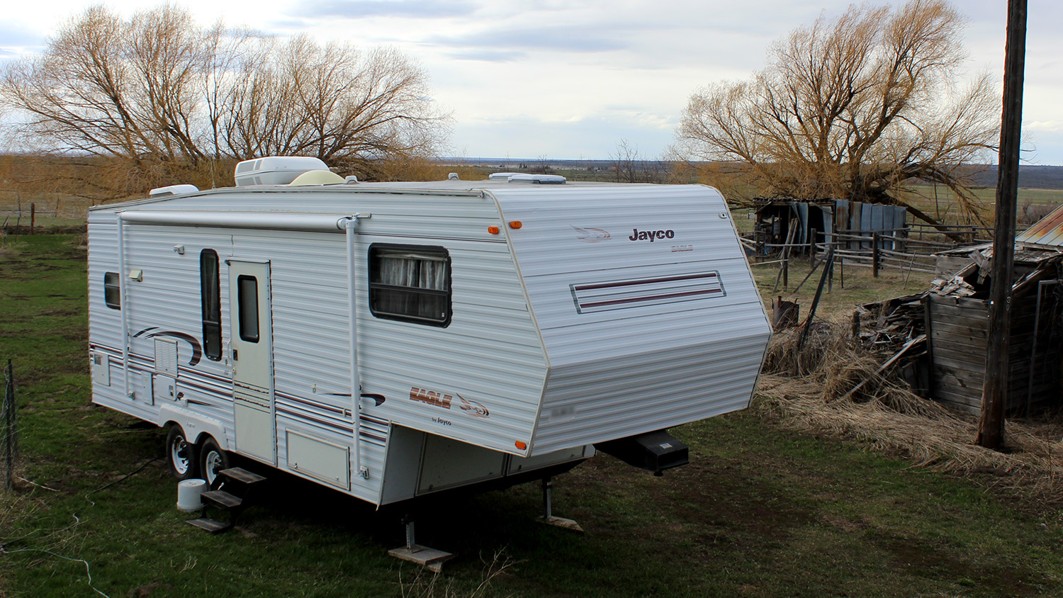 After getting married, Heather and Aaron lived in a camper van on her grandparent's property.
