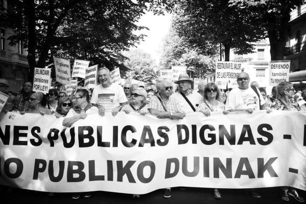 Pensionistas y jóvenes inundan las calles de Bilbao en defensa de unas pensiones públicas dignas.