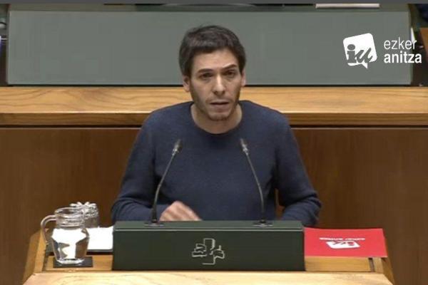 Hernández defiende la presencia pública en la propiedad y gestión de empresas estratégicas vascas para garantizar que éstas puedan servir al interés general y no a los intereses de capitalistas y especuladores.