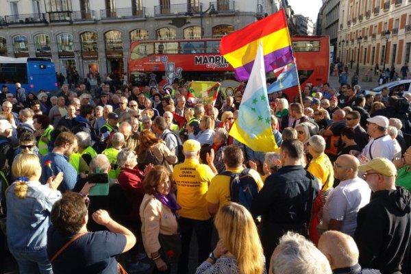 Decenas de miles de personas se movilizan por las pensiones públicas.