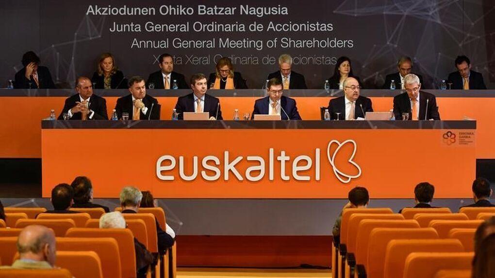 El PCE-EPK considera que la historia de Euskaltel es la historia del modelo PNV-PSE al servicio del capital y defiende la propiedad pública de empresas estratégicas.