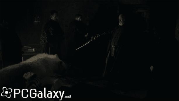 סר דאבוס מגן על גופתו של ג'ון סנואו יחד עם גוסט