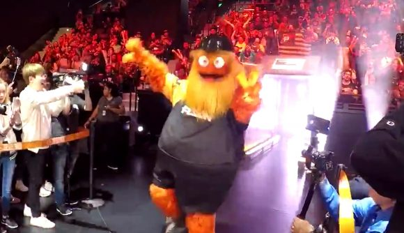 Gritty Debuts In Overwatch League To Cheer On Philadelphia