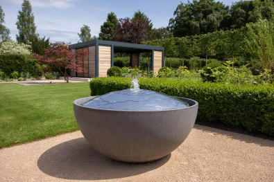 Contemporary water feature and garden building design in Winchester