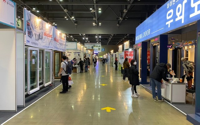 Attendee traffic was routed in one direction only at the MBC Architecture Show, held May 10-13 at KINTEX in South Korea.