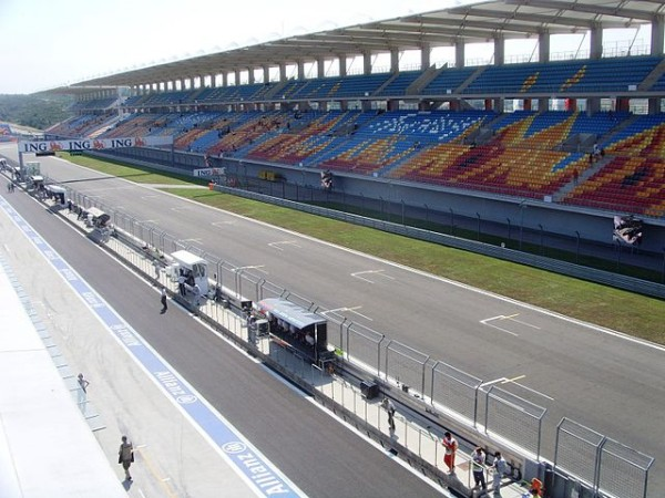 640px-Istanbul_park_front_straight_and_main_grandstand