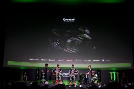 hi_Kawasaki Racing Team2017Team Launch_GB41133A