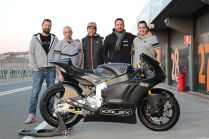 Equipo de desarrollo de la Kalex Moto2 con Motor Triumph