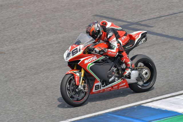 Jordi Torres durante los entrenamientos libres del Mundial de Superbikes en Tailandia