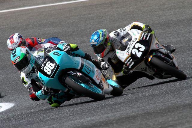 Manuel Pagliano durante la carrera de Moto3 en Estoril