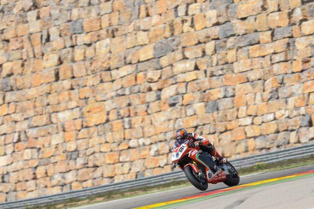 Jordi Torres durante los entrenamientos libres del Campeonato del Mundo de Superbike en Motorland