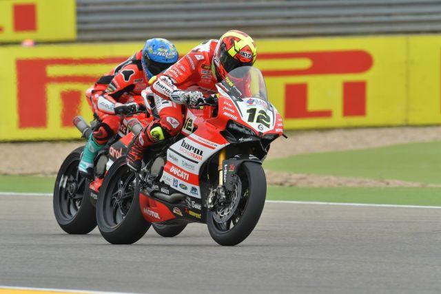 Xavi Forés durante la primera carrera del Mundial de Superbike en Motorland Aragón
