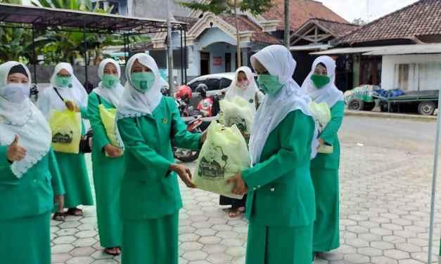 Fatayat NU Distribusikan Sembako Kepada Warga Terdampak Covid-19