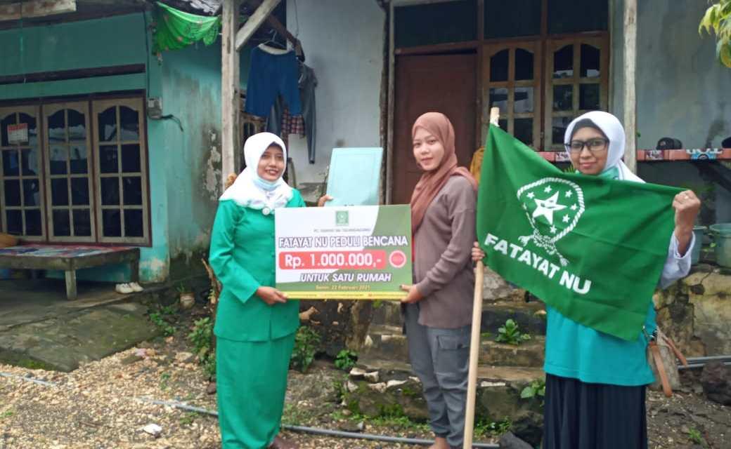 Fatayat NU Tulungagung berikan bantuan korban tanah bergerak di Tulungagung