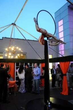 showgirl outdoor aerialist
