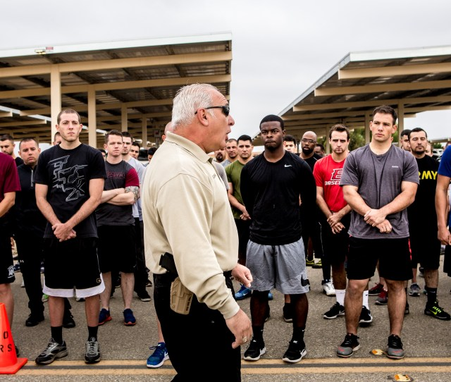 Sheriffs Investigator Nelson Guzman Center Gives Instructions To Applicants Before A   Mile Run During The Agility Test To Potentially Become New