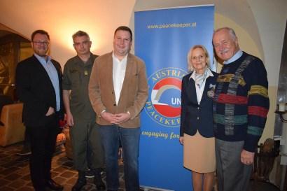 Die Peacekeeper mit den Gemeindevertretern: (vlnr) Robert Pfisterer, Norbert Schartner, Christian Filipp, Irene Valina und Johann Machowetz