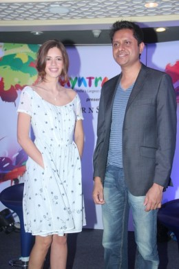 Bollywood actress Kalki & Mukesh Bansal, CEO & Founder of Myntra.com at the launch of Myntra's 'Star&Style' Property (1)