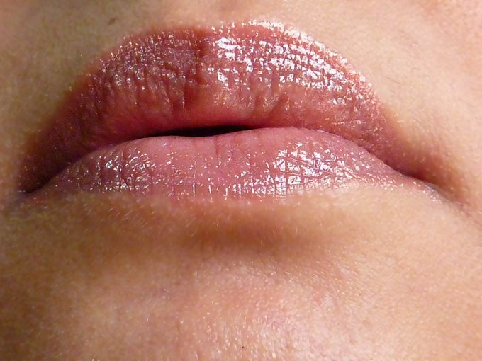 revlon-colorburst-lip-butter-peach-parfaitt-swatch