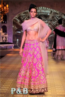manish-malhotra-delhi-couture-week-2012