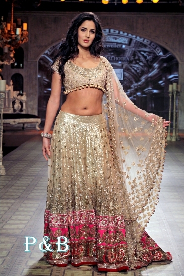 manish-malhotra-lehenga-delhi-couture-week-2012-001