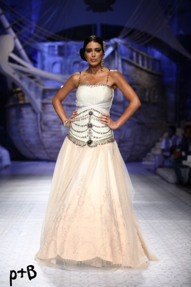 India-Bridal-Fashion_Week-2013-Bridal-Lehenga-JJ Vallaya (2)