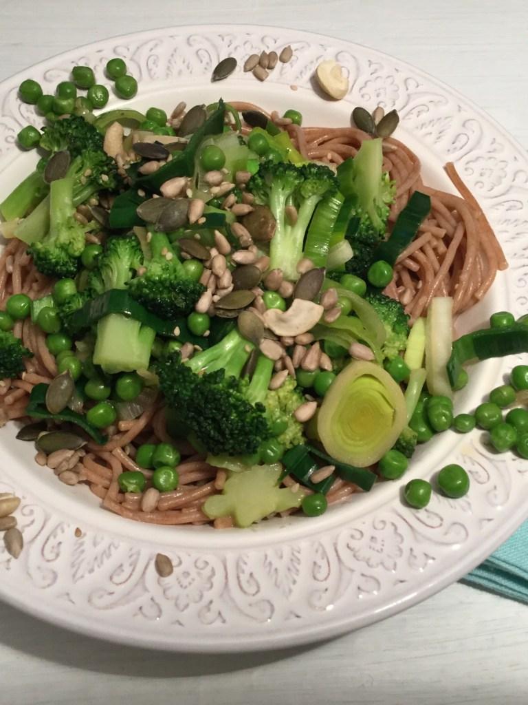 Dinkelspaghetti mit grünem Gemüse