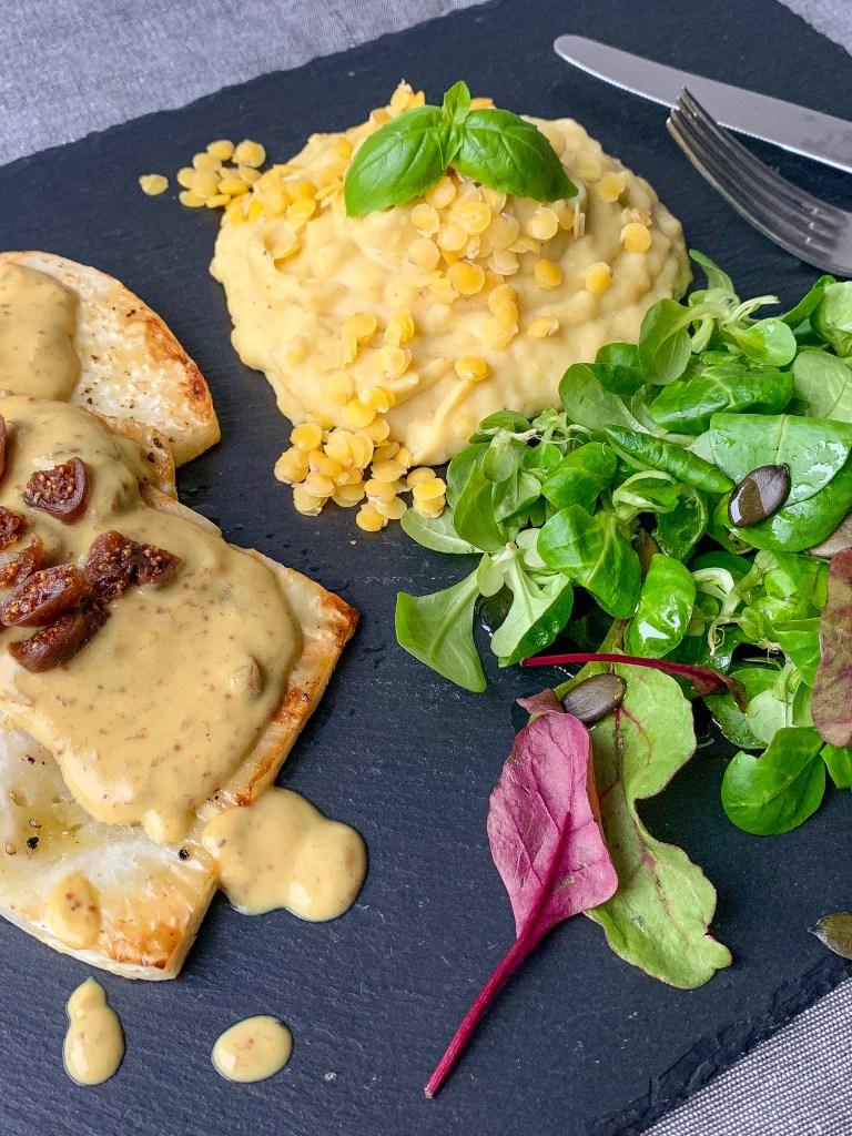 Sellerie-Schnitzel mit Feigen-Senf-Soße und Kartoffel-Linsen-Pürée