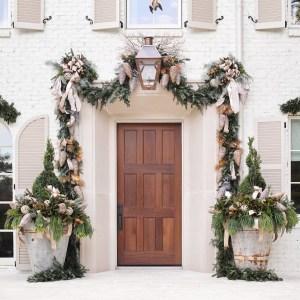 Outdoor Holiday Decorating: Atlanta Holiday Home