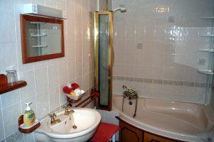 The Nook - Family bathroom