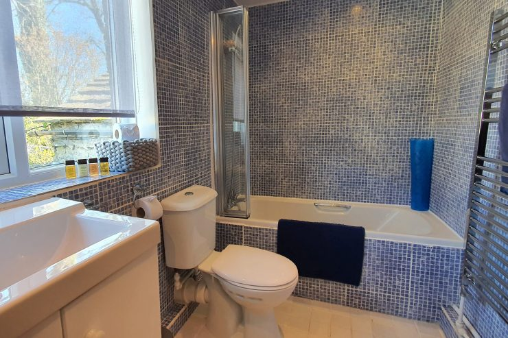 Tudor Cottage, Foolow - Bathroom