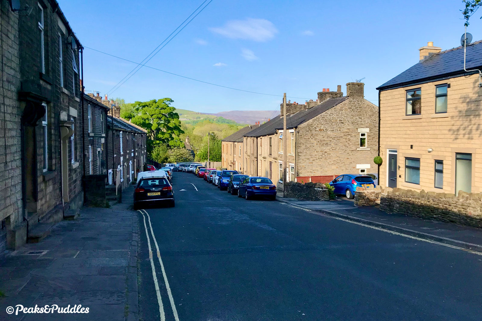 Bridge Street continues the descent out of New Mills into the Sett Valley.