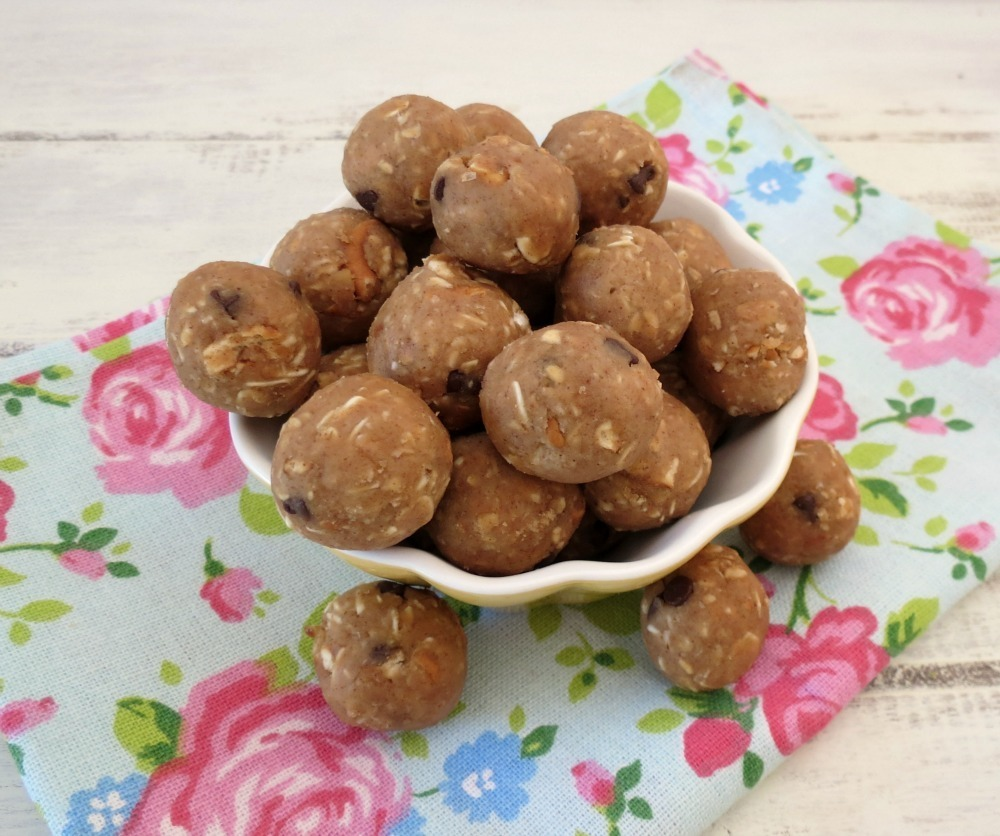 Chocolate Pretzel Almond Chickapea Balls | Peanut Butter and Peppers