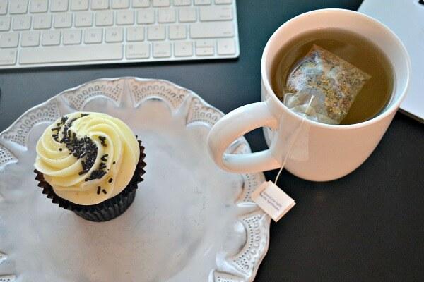 Cupcake and ginger tea