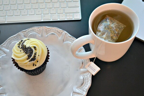 Cupcake and ginger tea