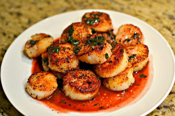 Easy seared scallops with wine butter herb sauce