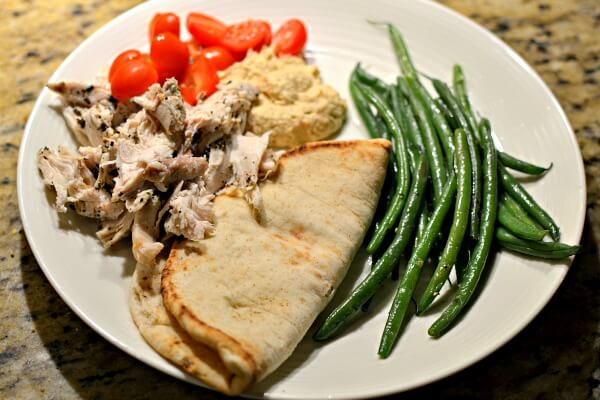 chicken, pita, hummus and green beans