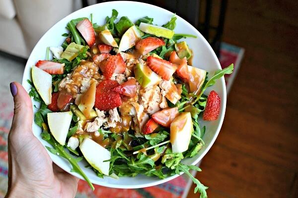 salad with arugula, strawberries and salmon