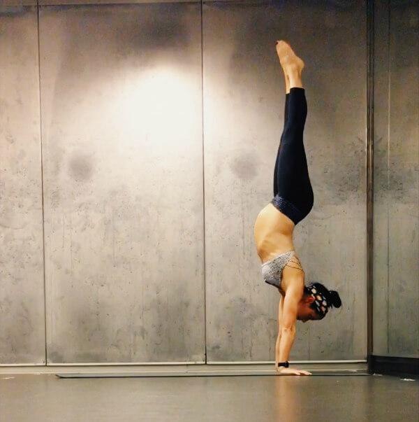 30 weeks pregnant handstand