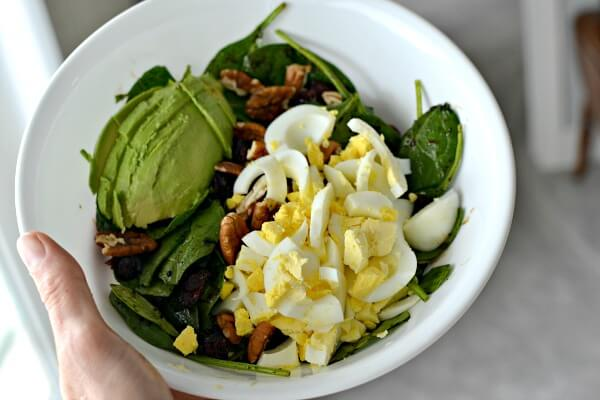Spinach salad with hardboiled egg and avocado