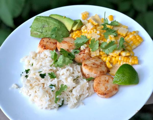 scallops with cilantro lime rice, corn and avocado