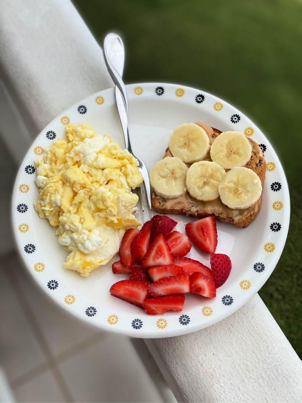 eggs and raisin toast
