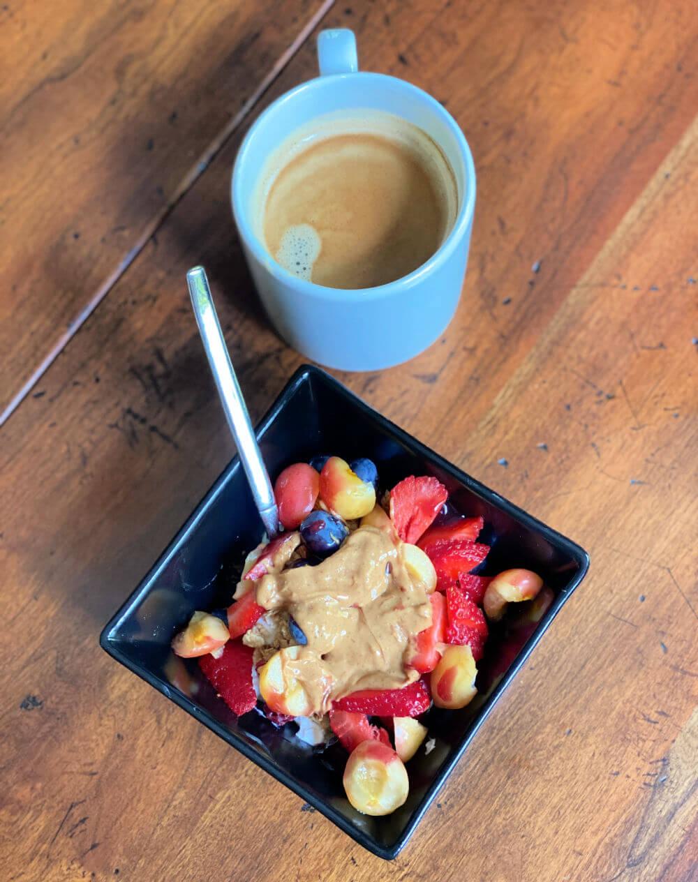 greek yogurt and fruit breakfast bowl