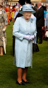 Queen+Elizabeth+II+Holds+Garden+Party+Buckingham+hy_gOpGgI3gx